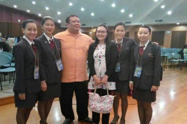 Tim 1 HM Binus (Cythia & Stella), Bapak Reza Sunardi selaku Juri (GM Padma Hotel Ubud), Ibu Rachel Dyah Wiastuti (dosen pembimbing), dan Tim 2 HM Binus (Linda & Evelyn) *kiri ke kanan