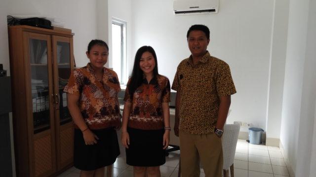 Saya bersama tim dari HR (Ibu Essy dan Bapak Sugi)