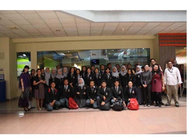 Foto bersama peserta dan tim HM BINUS