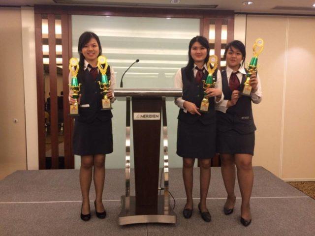 Perwakilan Tim HM Binus ketika menerima piala Juara II dan Juara III Bartending Competition di Le Meridien Hotel Jakarta