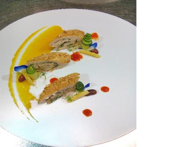 Foto main course yang kreasi tim HM BINUS (Chicken Rolled with pumpkin pure and pepper sauce)