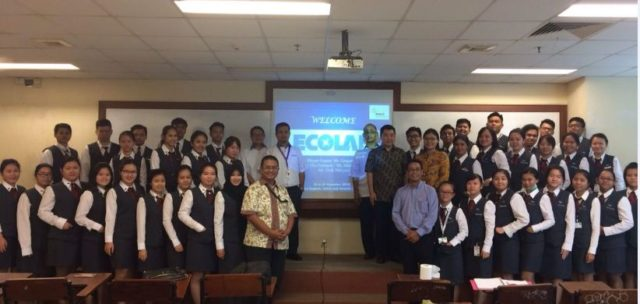 Sesi foto bersama Tim Ecolab dan perwakilan mahasiswa pada sesi pertama
